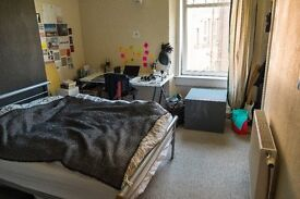 Bright and spacious room in Shawlands