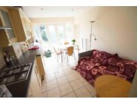Double & Single room to rent in lovely, fully furnished house in Acton West London