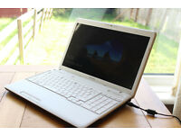 IMMACULATE WHITE TOSHIBA QUAD CORE i3 CPU 2.40GHZ PER CORE 6GB DDR3 640GB HDD 3 HOUR BATTERY CHARGER