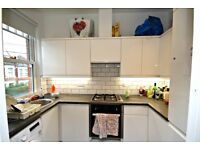 NEWLY REFURBISHED THREE BEDROOM FLAT!! BOOK YOUR VIEWING NOW!
