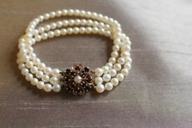 Stunning pearl, garnet and gold bracelet. Valued at £1400