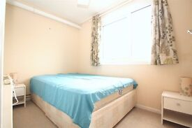 All bills included! Large Room Close to Turnpike Lane Piccadilly & Seven Sisters Victoria Lines Tube