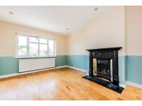 TWO DOUBLE BEDROOM BRIGHT AND SPACIOUS ON THE HIGH STREET