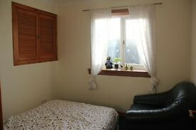 1 bedroom flat to rent with garden,parking drive way and a garage