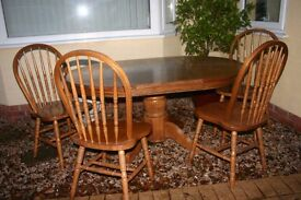 Dining Table & 4 Chairs in Solid Wood