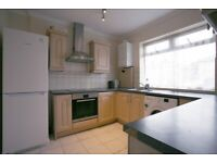 *LARGE 3 BEDROOM HOUSE AVAILABLE IN DAGENHAM RM8, BURNSIDE ROAD* AVAILABLE NOW!
