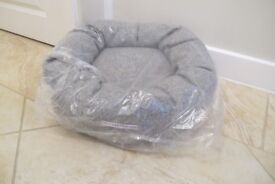 Mutts and Hounds Stoneham Tweed Grey Donut Dog Bed Size Small Brand New in Wrapper