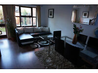 Beckton E16. Light, Spacious & Contemporary 2 Bed Furnished House with Garden and Driveway