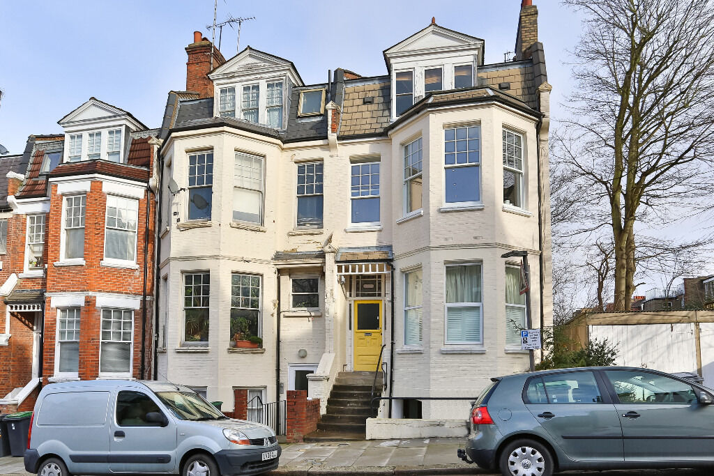 Spacious One Bedroom Top Floor Period Conversion Situated Close To Highgate Underground Station