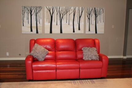 LEATHER RECLINER LOUNGE Windsor Downs Hawkesbury Area Preview