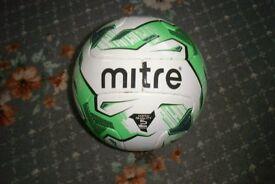 Football size 5 (MITRE Monde)