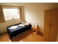 MASSIVE DOUBLE ROOM IN WARREN STREET TO OFFER WITH ONLY HALF MOONTH DEPOSIT 5 MIN TO STATION. 15B