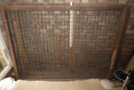 Galvanised wire mesh panels to contain pets