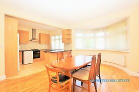 3 bedroom flat in Highcroft Gardens, Golders Green, NW11