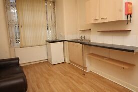 BEDSIT - ALL INC - OWN BATHROOM - OWN KITCHENETTE