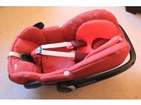 Maxi Cosi Pebble car seat & Free baby car mirror (2 available)