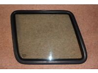 Discovery (yr 1999) Rear Side Fixed Window Nearside Passenger With Seal