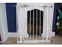 Hauck Squeeze handle Pressure Fix Safety gate - white