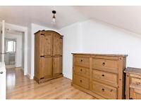 Profesional house share, extra large loft room Near liverpool streert London ZONE 1