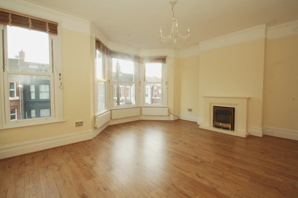 UNFURNISHED OR PART-FURNISHED FLAT TO RENT IN KENSAL GREEN AVAILABLE NOW!!!