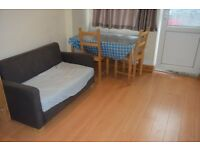 All bills inclusive on this large studio flat with living room in Queensbury