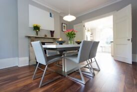 Stunning BoConcept White-Lacquered Dining Table - Extendable - Chairs not included