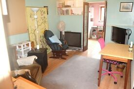 AMAZING VALUE SUPER SPACIOUS 5 DOUBLE BEDROOM 2 BATHROOM HOUSE NEAR ZONE 2/3 TUBES & 24 HOUR BUSES