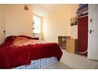 Fantastic Double Room with private bathroom! Ensuite - East Finchley SHORT LET 1 month!