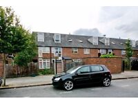 SPACIOUS 4 BEDROOM, 2 BATHROOM HOUSE LOCATED MOMENTS FROM KINGS CROSS STATION