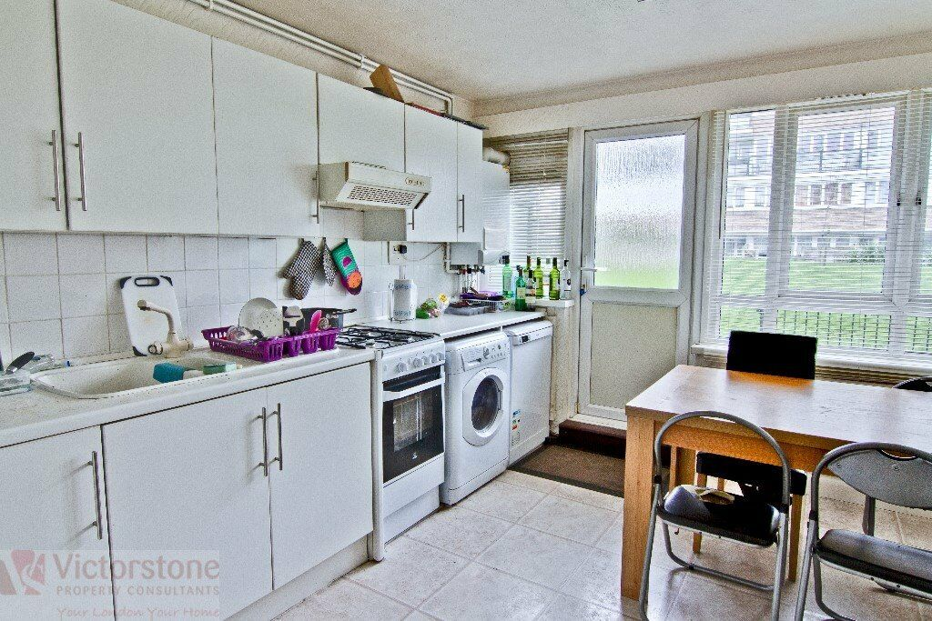 THREE BEDROOM FLAT AVAILABLE WITH SEPERATE LOUNGE AND LARGE EAT-IN KITCHEN WHITECHAPEL SHOREDITCH