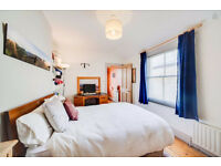 Big furnished en suite room in house facing big park, near City & Canary Wharf