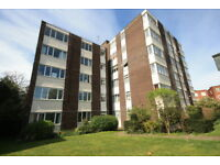 2 bedroom flat in Galsworthy Road, Kingston Upon Thames, KT2