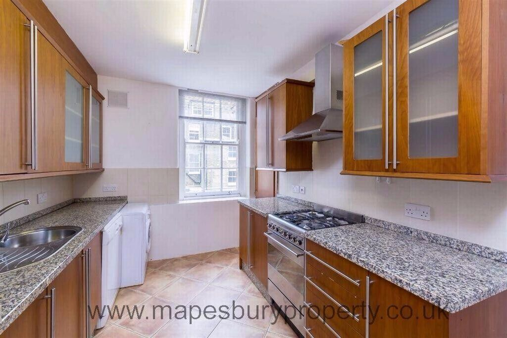 Spacious flat with 2 bedrooms and 2 bathrooms. Abbey Road NW8. Next to St. John's Wood tube station.