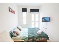 W14 SHORT LET 1 month Self Contained Studio with a balcony £390