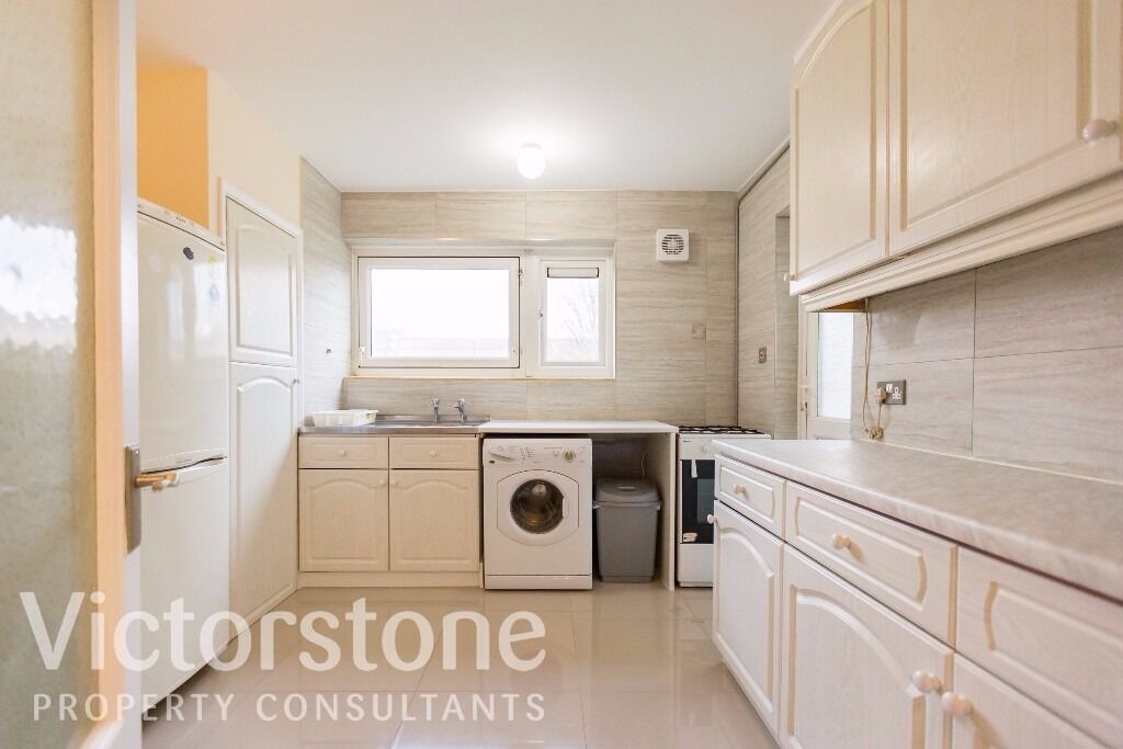 3/4 bedroom newly refurbished flat close to Kentish Town and Camden - Available July