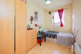 AL*LUXURIOUS*SPACIOUS*AMAZING DOUBLE ROOM AVAILABLE RIGHT NOW IN E14!!
