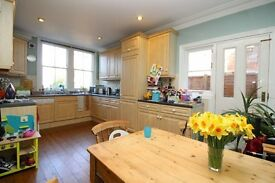 Bright and Airy Two Bedroom Garden Flat in East Finchley - Minutes From The Stations - Unfurnished
