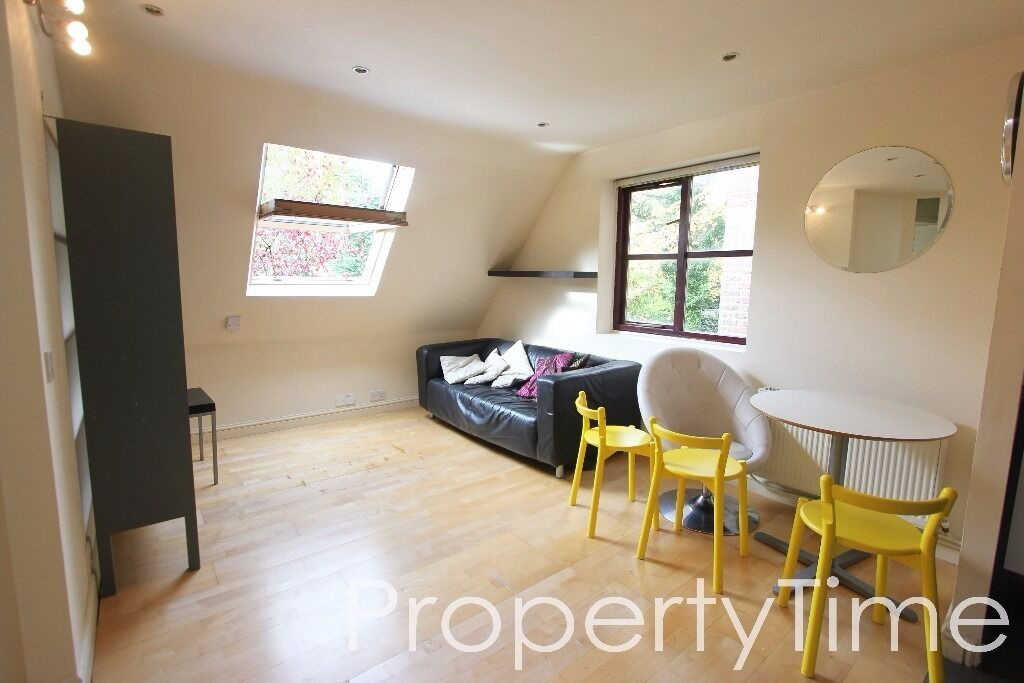 Great 3 double bedroom flat minutes from Highgate Tube (Northern Line) - Avail Now - £405w