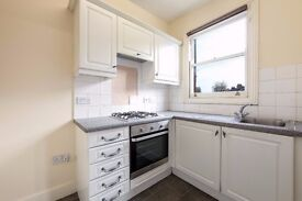 GARRATT LANE, SW18 - STUNNING 3 BEDROOM 2 BATHROOM FLAT MINUTES FROM EARLSFIELD STATION - VIEW NOW