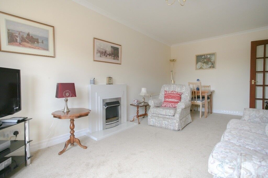 SHORT TERM LET: (Ref: 432) West Powburn. Bright & Spacious 2 bed. Available for monthly bookings!