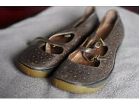 Lovely Clarks ladies bronze shoes. Size 6. Very comfortable.
