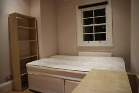 Decorated room with shelving in 3-bedroom flat in Horsney