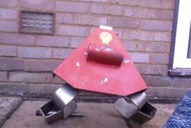 Bulldog wheel clamp. Max dia 13 ins, max width 175 mm. Very good condition.
