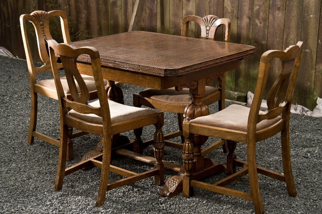 Antique Pineapple leg Table and 4 Chairs Excellent condition