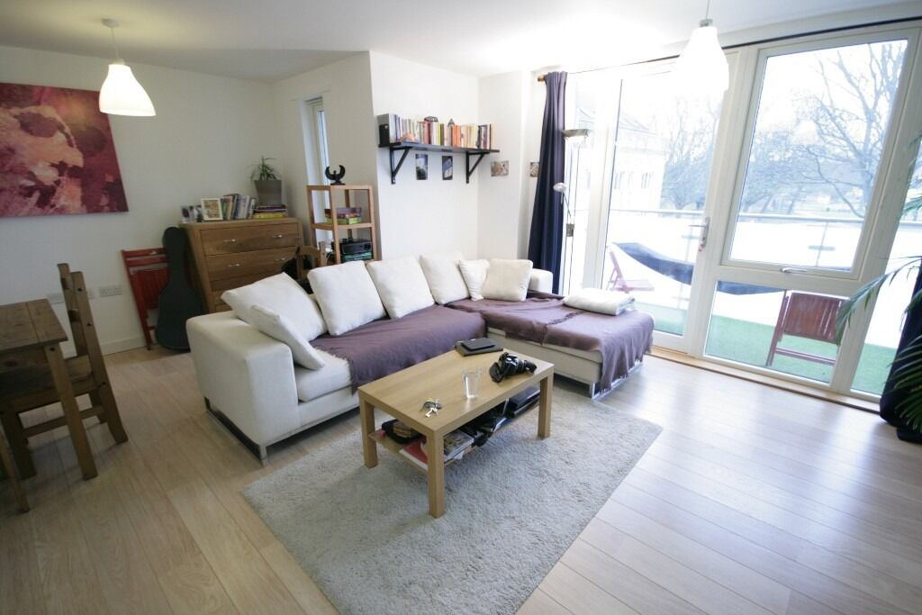 Elegant 2 bed Flat with Roof Terrace Located in the heart of Brixton