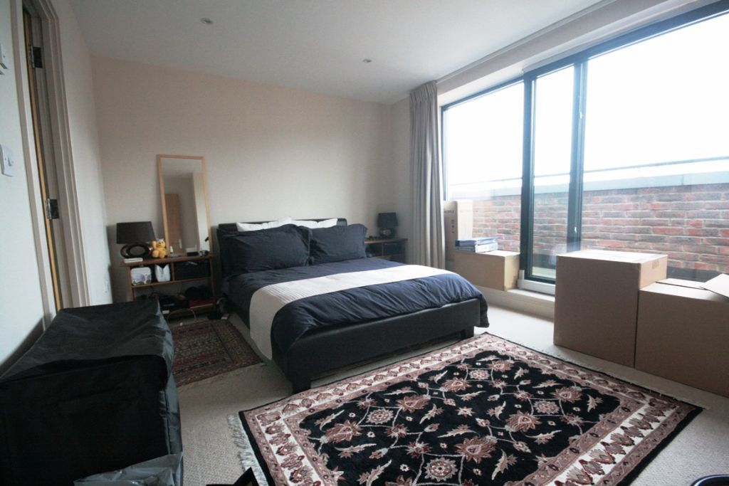 Bargain! Luxury 1 bed penthouse type flat only £345pw!