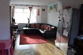 Spacious 3 bed house with massive garden with decking