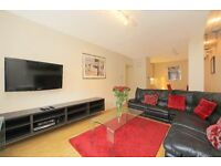 VERY LARGE ONE BEDROOM FLAT IN BAKER STREET *** GREAT LOCATION *** MUST BE SEEN !!!
