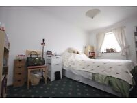Massive 3 bedroom flat to rent in canning town a 2 minutes walk to the station.