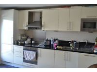 2 Bedroom with 2 bathrooms Beautiful Luxury Apartment for rent in Raphael House Ilford IG1